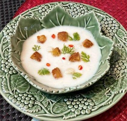 sopa de couve-flor com pão frito e coentros - Sopa de couve-flor com pão frito e coentros