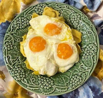 tortellini 4 queijos com ovos rotos - Tortellini 4 queijos com ovos rotos
