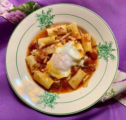 sopa de massa guisada com bacalhau e ovo escalfado - Sopa de massa guisada com bacalhau e ovo escalfado