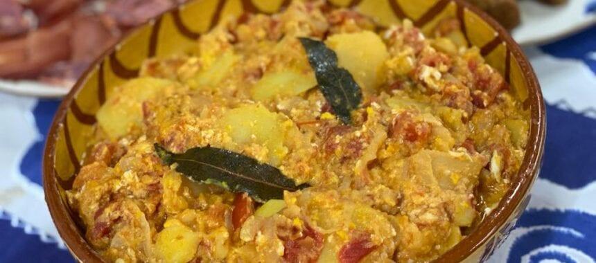 Migas de batata com tomate